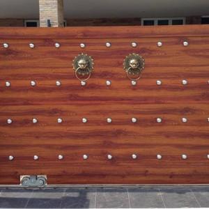 ประตูไม้โครงสแตนเลส